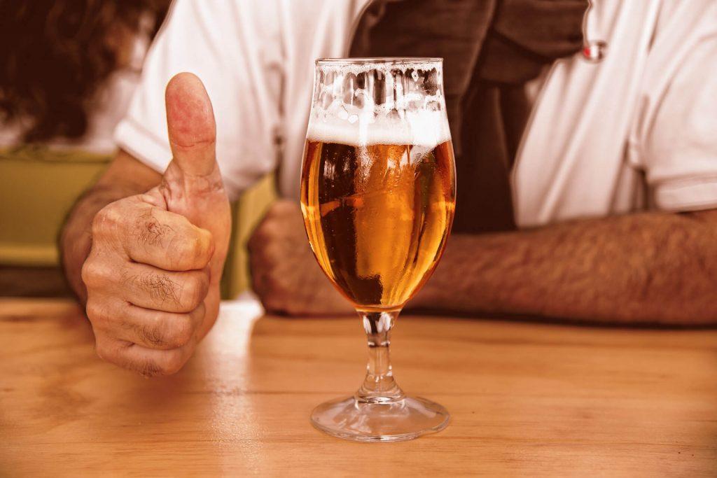 ビールを楽しんでいるイメージ